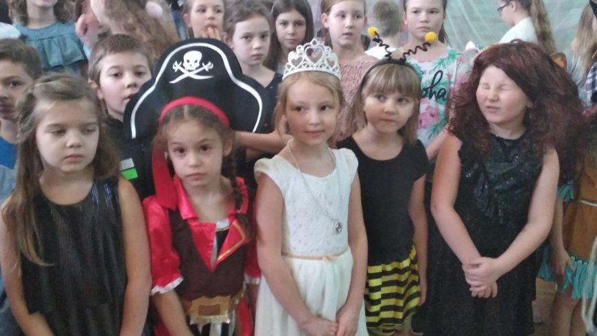 Zabawa karnawałowa dla dzieci młodszych